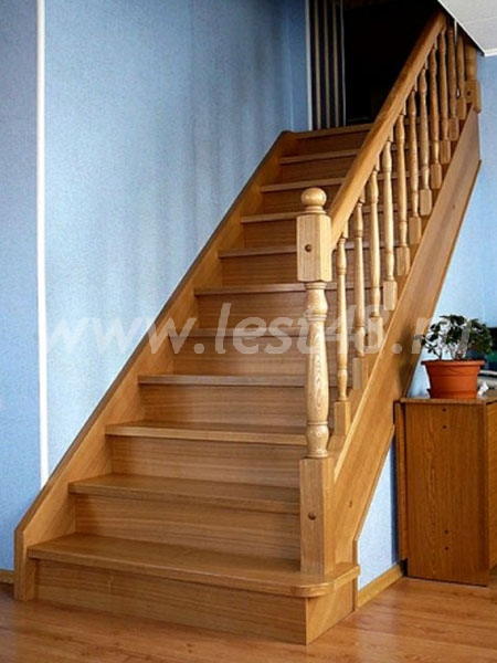Прямая лестница на второй этаж своими руками из дерева